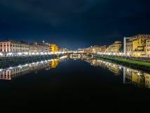 Włochy Florencja Arno rzeka przy nocą Zdjęcie Royalty Free