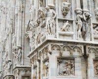 WŁOCHY MEDIOLAN, Listopad, - 12, 2018: Rzeźby Mediolańska katedra zdjęcia royalty free