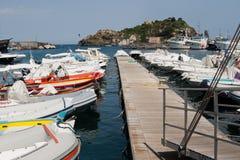 Włochy Sicily Acitrezza Schronienia Lachea wyspa fotografia stock