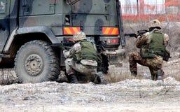 Włochy, spadochroniarzów ćwiczeń wojskowych działu błyskawica Fotografia Royalty Free