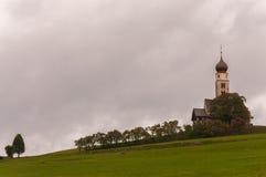 (Włochy) St Onofrio kościół Siusi, Bolzano - fotografia stock