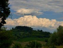 Włochy, Tuscany, Siena, San Gimignano, widok wioska od otaczającej wsi obrazy stock