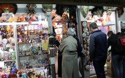Włochy Wenecja Karnawał pamiątki w okno i maska Fotografia Stock