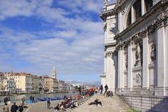 Włochy Wenecja Turyści blisko katedry Santa Maria della Salutują Obrazy Stock