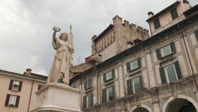 Włochy wierza w piazza della loggii i statua obciosujemy w Brescia zbiory