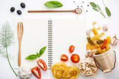 Włoscy foods pojęcia i menu projekt Różnorodny makaronu łokcia maca Fotografia Stock