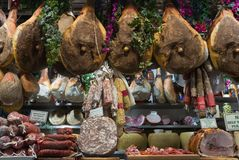 Włoscy wyśmienici mięśni produkty przy Mercato Centrala wprowadzać na rynek w Flor Obrazy Stock