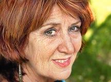 włosianego portreta czerwona starsza kobieta zdjęcia royalty free