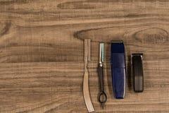 Włosiani Tnący narzędzia na Drewnianym tle Fotografia Royalty Free