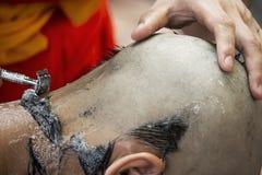 Włosiany golenie dla wyświęcać jako młody michaelita zdjęcie royalty free