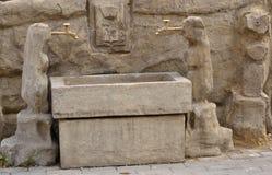 Włoska fontanna z dwa wodnymi żurawiami Obrazy Stock