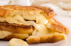 Włoska grzanki kanapka z białego chleba i mozzarelli serem fr Obrazy Royalty Free