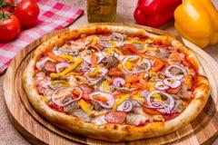 Włoska mięsna pizza Fotografia Royalty Free