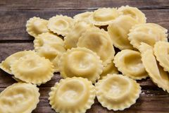 Włoski świeży makaron faszerujący z serem Zdjęcia Stock