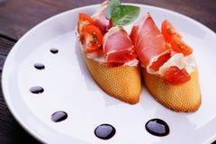 Włoski antipasto bruschetta z jamon zdjęcia royalty free