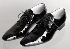 Włoski czarny obsługuje tanów buty Zdjęcie Stock
