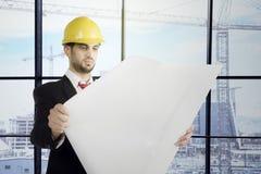 Włoski inżynier sprawdza projekt w biurze Obraz Royalty Free