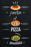 Włoski jedzenie promujący na blackboard w Rzym obraz royalty free