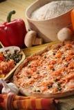 Włoski karmowy położenie z pizzą Zdjęcia Stock