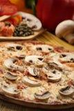 Włoski karmowy położenie z pizzą Zdjęcie Royalty Free