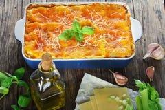 Włoski lasagna nakrywający z rozciekłym serem zdjęcie stock