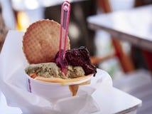 Włoski lody gelato w ulicznym café w Syracuse, Sicily, Włochy zdjęcia royalty free