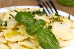 Włoski makaron, pierożek z pietruszką i oliwa z oliwek, Obrazy Stock