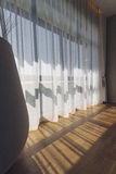 Włoski Nowożytny modela dom: Zasłona z Bezpośrednim słońca światłem Fotografia Royalty Free