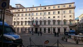 Włoski prezydencki pałac w Rzym z samochodami policyjnymi Zdjęcie Stock