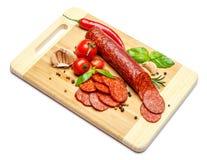 Włoski salami lub hiszpański chorizo na drewnianej tnącej desce Fotografia Royalty Free