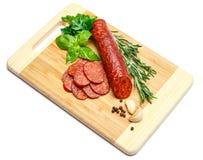 Włoski salami lub hiszpański chorizo na drewnianej tnącej desce Obraz Royalty Free