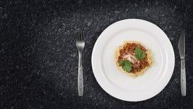 Włoski spaghetti makaron z wołowiną Bolognese i pomidorowym kumberlandem Zdjęcia Royalty Free