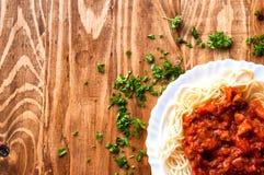 Włoski spaghetti na drewnianym stole z tekst przestrzenią Zdjęcia Royalty Free