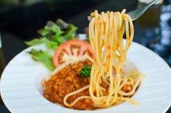 Włoski spaghetti nakrywający z bolognaise lub Bolognese, kumberlandów wi Zdjęcia Royalty Free
