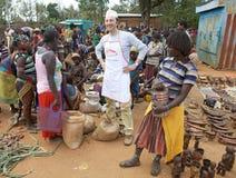 Afrykanina targowy i włoski sprzedawca Obrazy Royalty Free