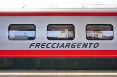 Włoski wysoki prędkość pociąg przy Wenecja stacją fotografia stock
