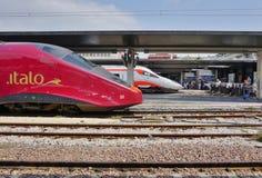 Włoski wysoki prędkość pociąg przy Wenecja stacją zdjęcia stock