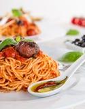 włoskiej odosobnionej makaron ścieżki white pomidorowego obraz royalty free