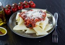 włoskiej odosobnionej makaron ścieżki white pomidorowego fotografia royalty free