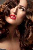 Kobieta z Pięknym Kędzierzawym włosy obraz royalty free