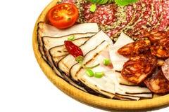 Włoszczyzna suszył salami zasklepiającego w zmielonym czarnym pieprzu Bekon i kiełbasa dla jedzenia Tradycyjny niezdrowy jedzenie fotografia stock