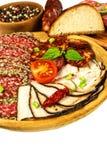 Włoszczyzna suszył salami zasklepiającego w zmielonym czarnym pieprzu Bekon i kiełbasa dla jedzenia Tradycyjny niezdrowy jedzenie obraz stock