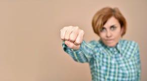 wściekła kobieta ponczu zrobienia rozróby zdjęcia royalty free