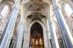 Wśrodku Łacińskiej katedry w Lviv fotografia royalty free