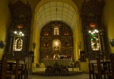 Wśrodku Antycznego Portugalskiego kościół Obrazy Stock