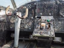 Wśrodku kokpitu rocznika mały dżetowy samolot Zdjęcia Stock