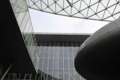 Wśrodku Mediolańskiego targ handlowy nowożytnego budynku Fotografia Royalty Free