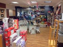Wśrodku oddziałowego lub ogólnego sklepu Fotografia Royalty Free