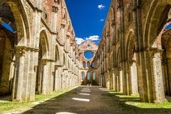 Wśrodku rujnującego starego kościół w Tuscany zdjęcia stock