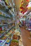 Wśrodku sklepu specjalizował się w indyjskich produktach zdjęcia royalty free